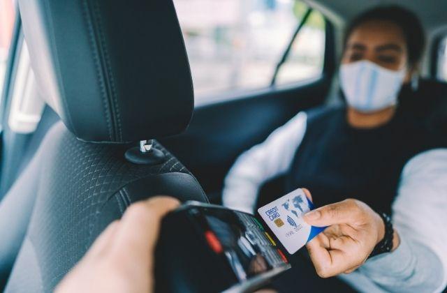 Płatność kartą w taksówce Glob-Trans w Mielcu