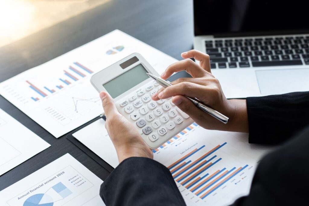 Obliczenia rachunkowe w biurze rachunkowym B&N w Bydgoszczy