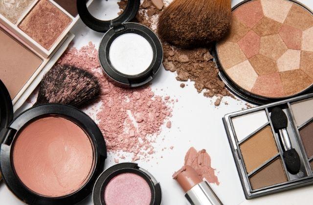 Kosmetyki używane podczas kursu makijażu w szkole Stylab
